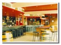 Queens Beach Motor Hotel - image 4