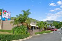 Reef Gateway Hotel viewed from Shute Harbour Road in Cannonvale