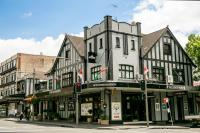 Tudor Hall Hotel - image 1