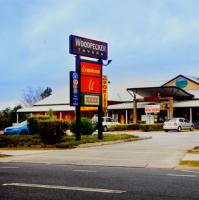 Woodpecker Bar And Grill - image 1
